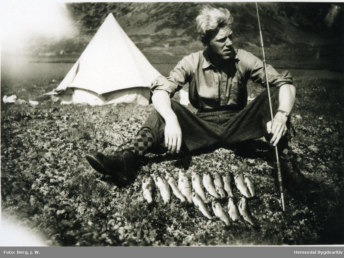 Fiskar, truleg ved Svartevatn i Hemsedal 1947-48