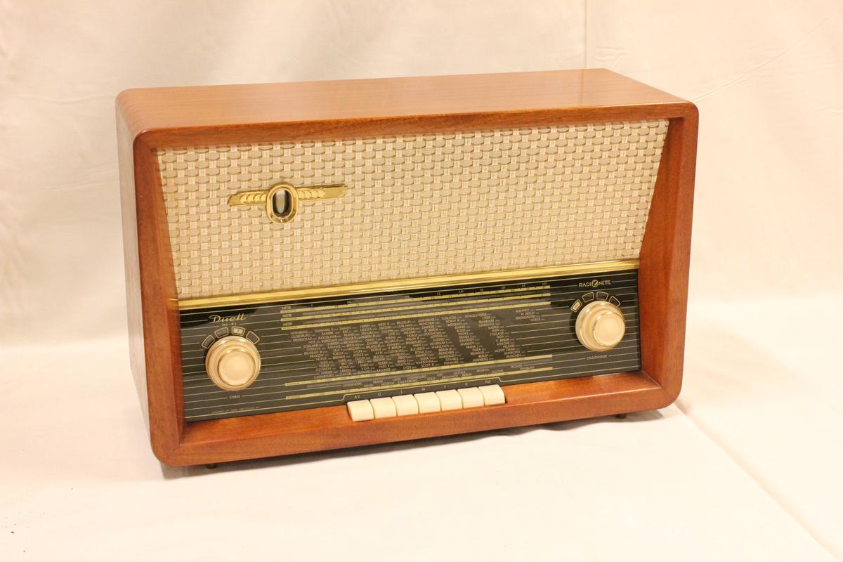 "En radio av merket ""radionette duett"""