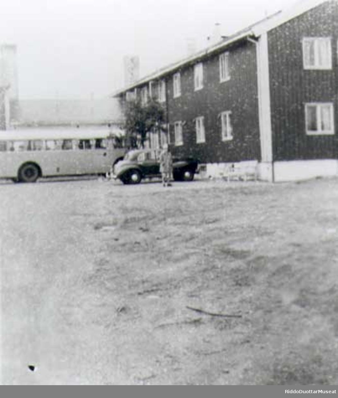 Lakselv gjestgiveri var overnattingssted for passasjerer med Nord-Norgebussen mellom Lønsdal og Kirkenes.