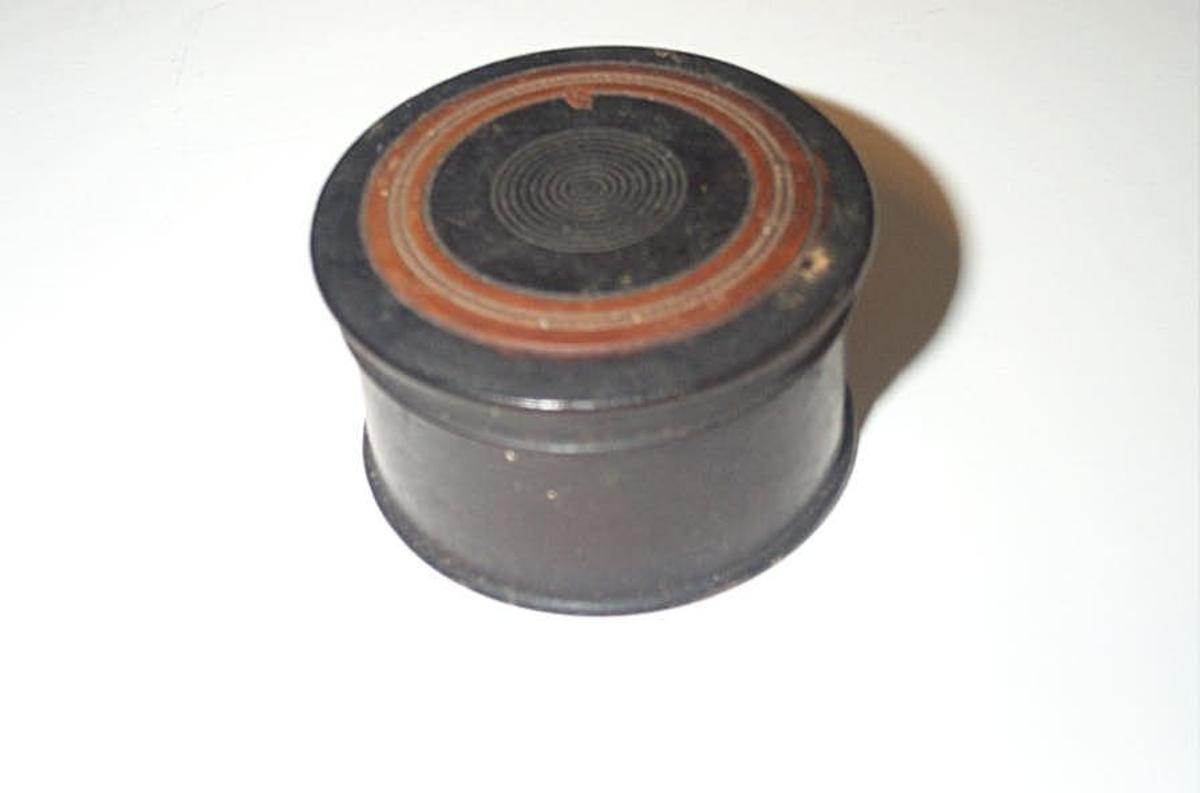 Form: Sylinderforma med lok