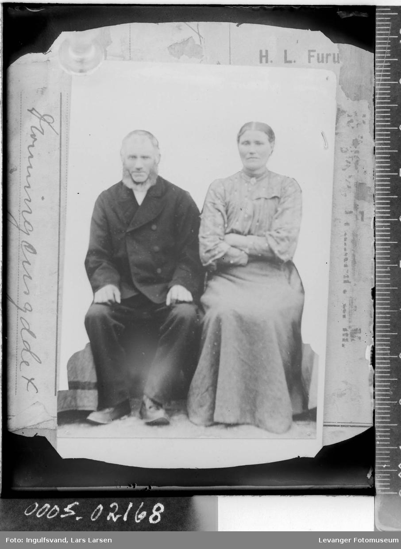 Portrett av sittende kvinne og mann,