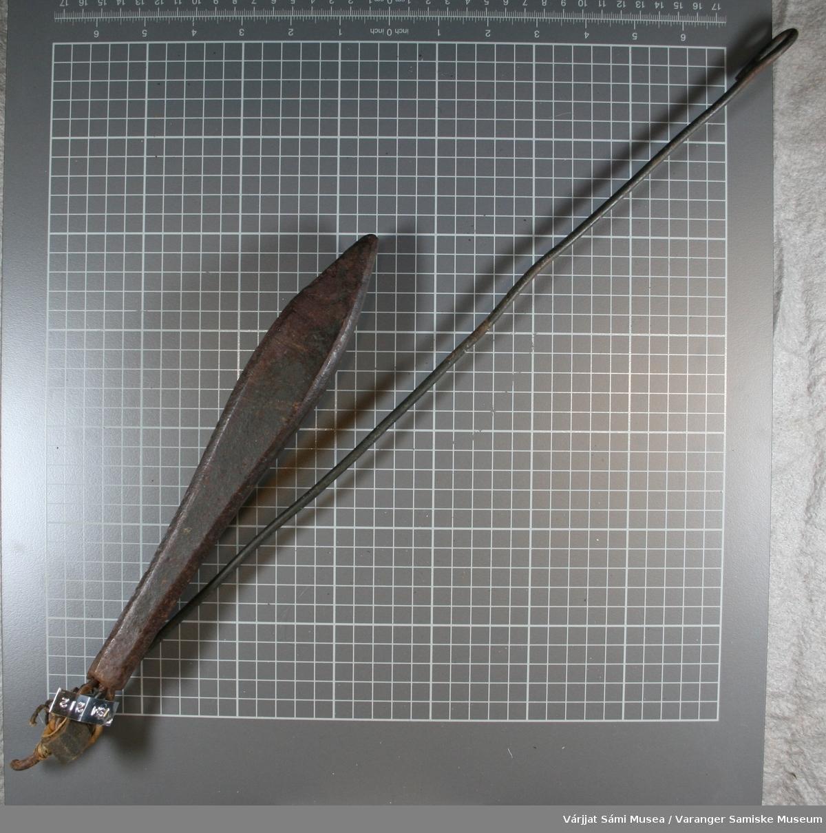 Jarsteinen eller søkkstein brukt til juksafiske. Denne er indentisk med nr. VSM00211.
