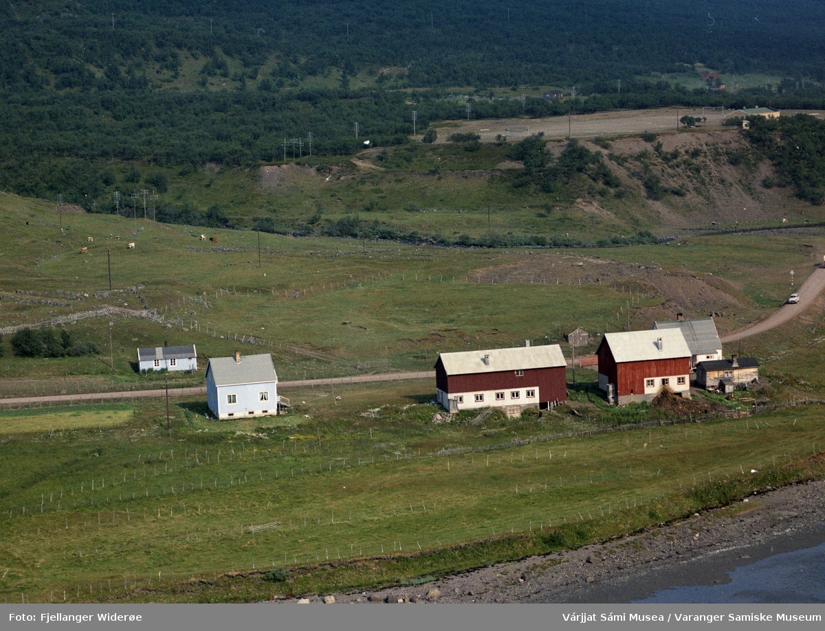 Flyfoto av Álddánjárga / Meskelv i Unjárgga gielda / Nesseby kommune, 1963.