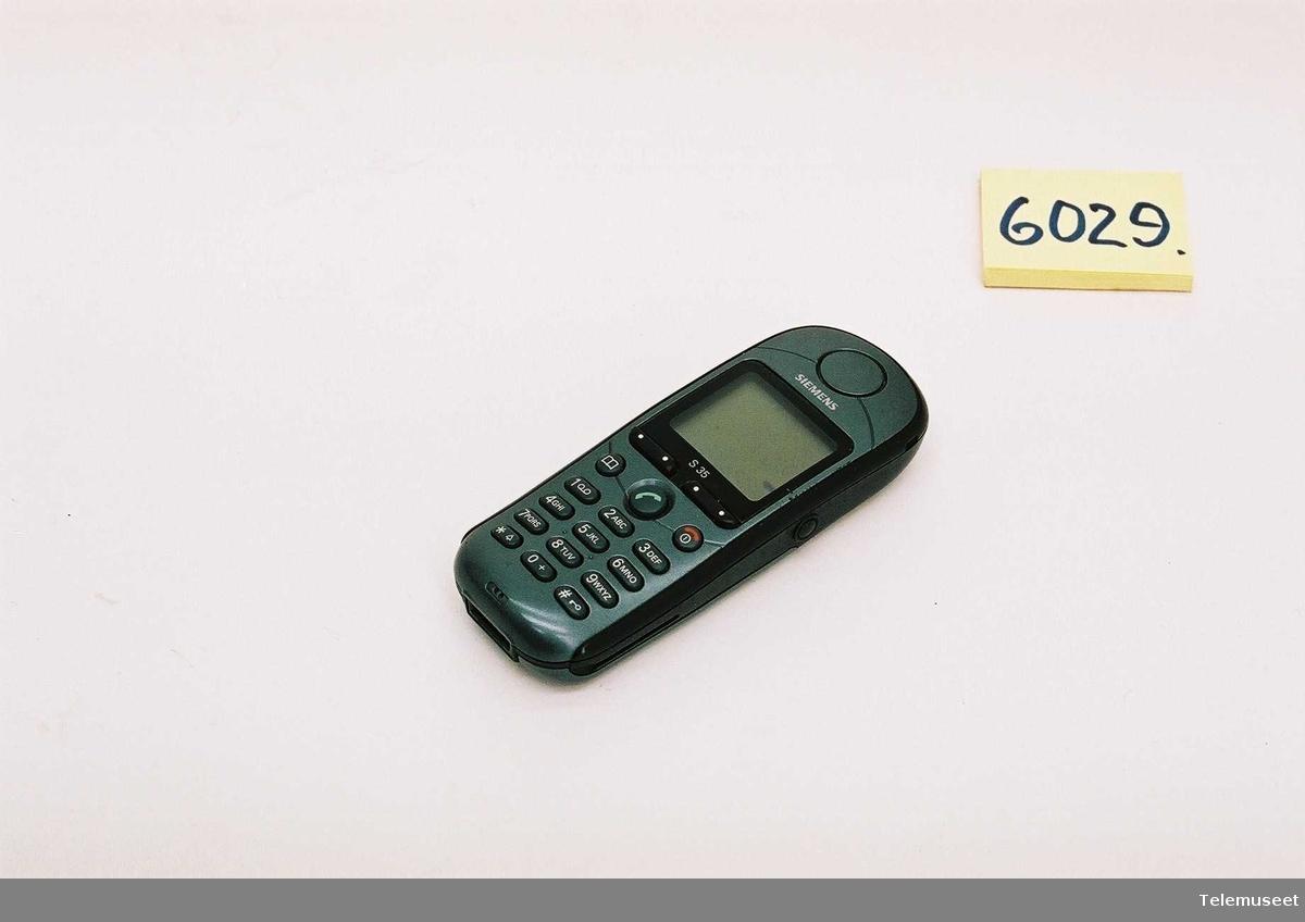 Siemens: Type: S35i S30880-S4100-A220-1 4491975115458514 Batteri: Li-Ion 3,6v 600mAh   Standby tid: 60 - 220t Taletid: 100 - 360min