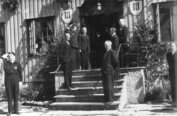 Fra Kongebesøket i 1946. Velkomstkomite under middagsserveri
