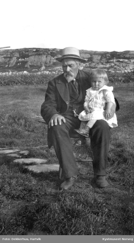 Anton Herstad og barnebarnet Marie Herstad