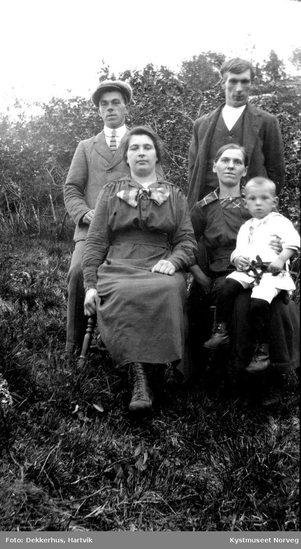 Marie Sørensen Laukvik, Agnes Sørensen med Yngve på fanget, Otto Ofstad Matteas Sørensen