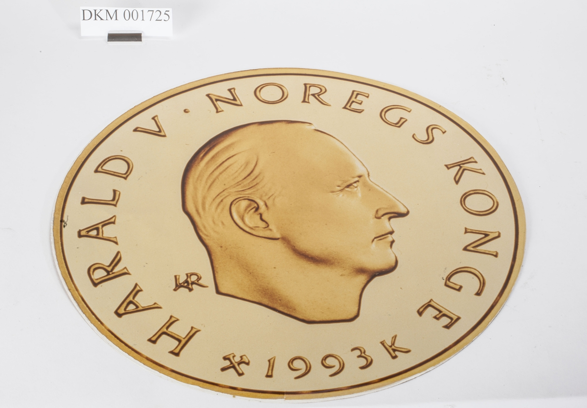 Advers: Kong Harald V i høyrevendt profil.  Revers: Mann på telemarkski. OL- symbolet.