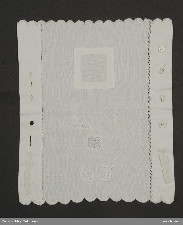 Form: hvit linlerret,bendelbånd,tøyknapp,perlemors-