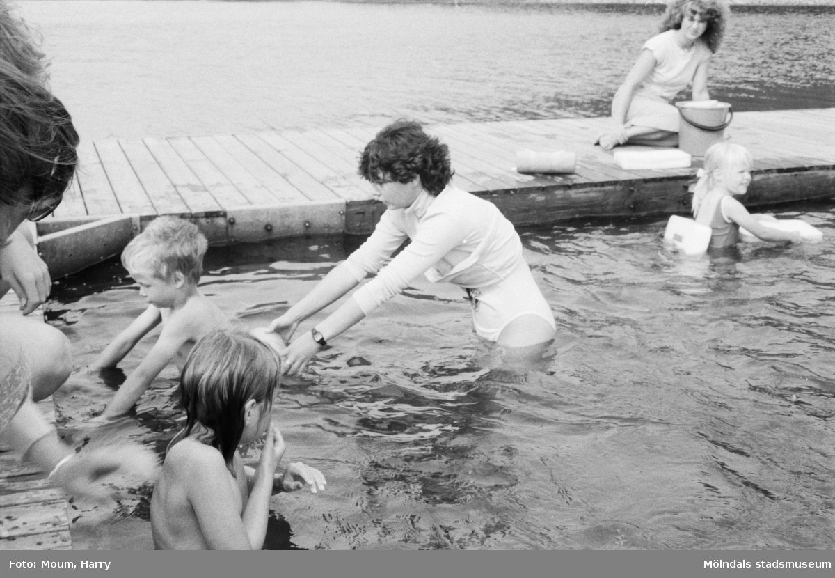 Simskola vid Västra Ingsjön i Lindome, år 1984.  För mer information om bilden se under tilläggsinformation.