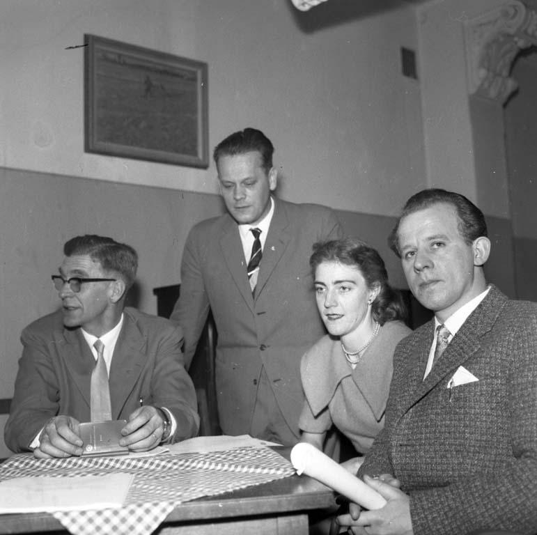 """Enligt notering: """"M.H.F. Årsmöte 28/2 1960""""."""
