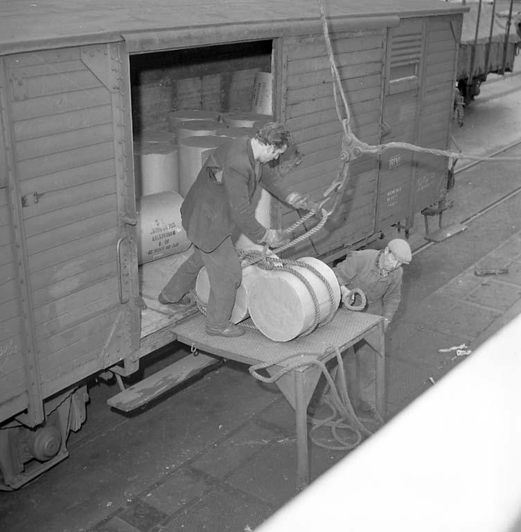 """Enligt notering: """"I hamnen ombord på m/s Aspen. Almarkare 31/1 1961""""."""