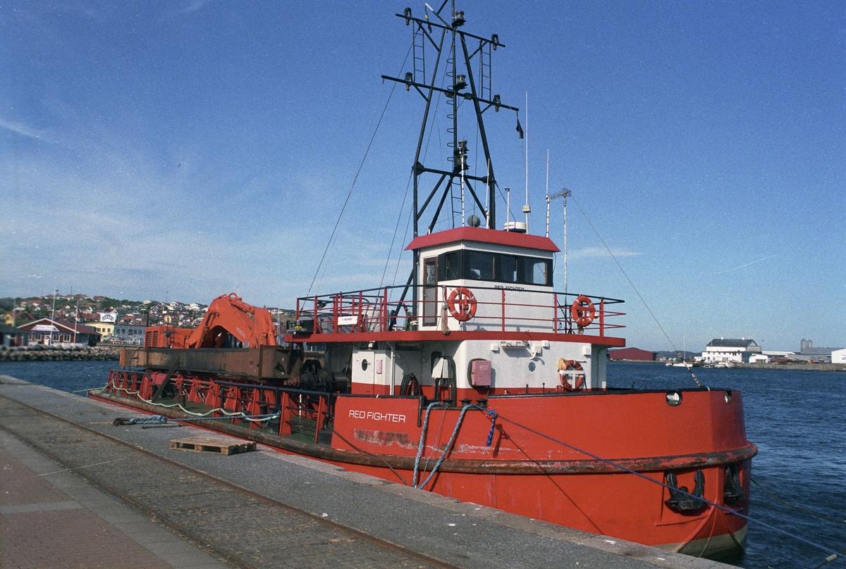 Fartyg: RED FIGHTER                   Bredd över allt 10,21 meterLängd över allt 33,35 meterRederi: NOÅS Nordmuddring ABByggår: 1965Varv: Åsiverken, ÅmålÖvrigt: 03 - ÅmålGripen VI=Ramundergripen=RED FIGHTERGrävdjup 13 mNärmast identisk bild Fo182419-15AF, ej inskannad.