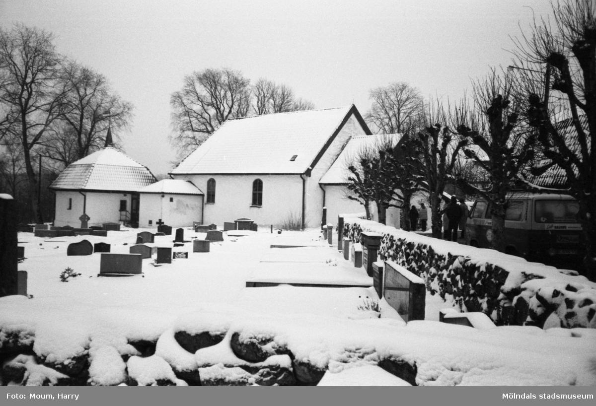 Kållereds kyrka vintern 1983.  För mer information om bilden se under tilläggsinformation.