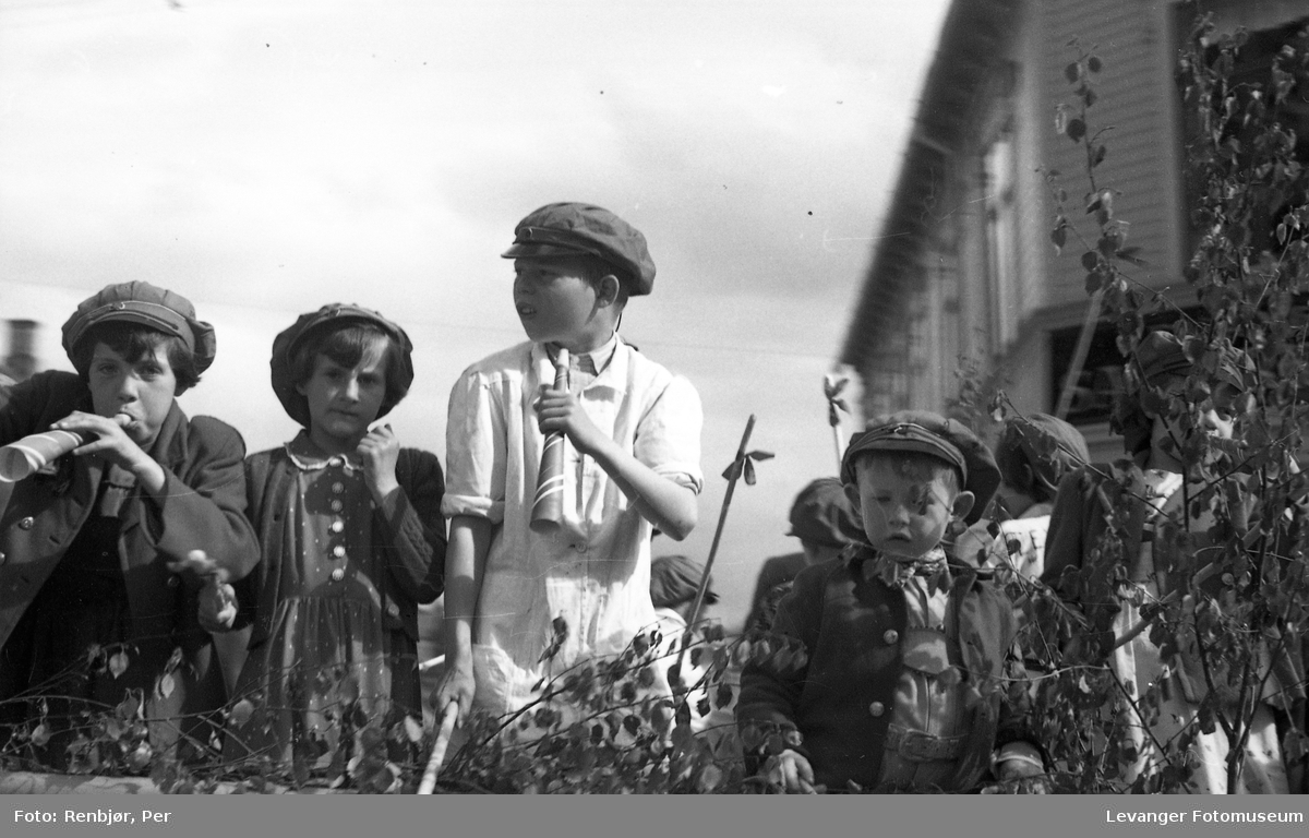 Barnas dag, Levanger, barn i russeluer.