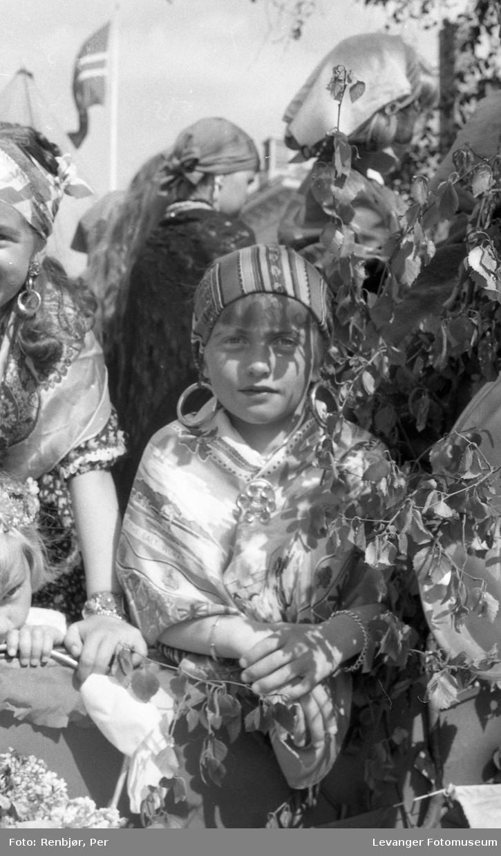 Barnas dag, Levanger, jente utkledd som rom , reisende eller tater.