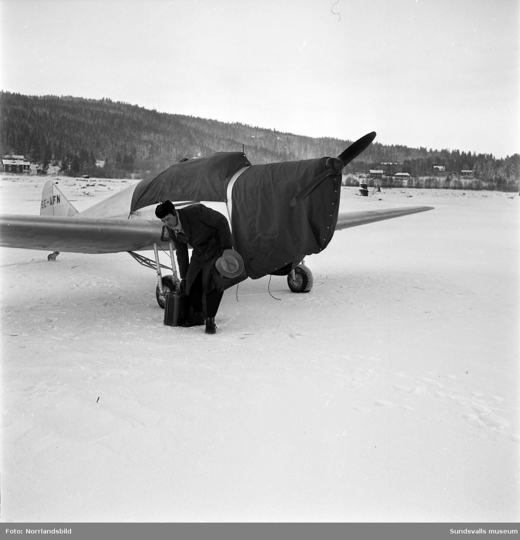 Tidningsplan som nödlandat på isen vid Tunadal.