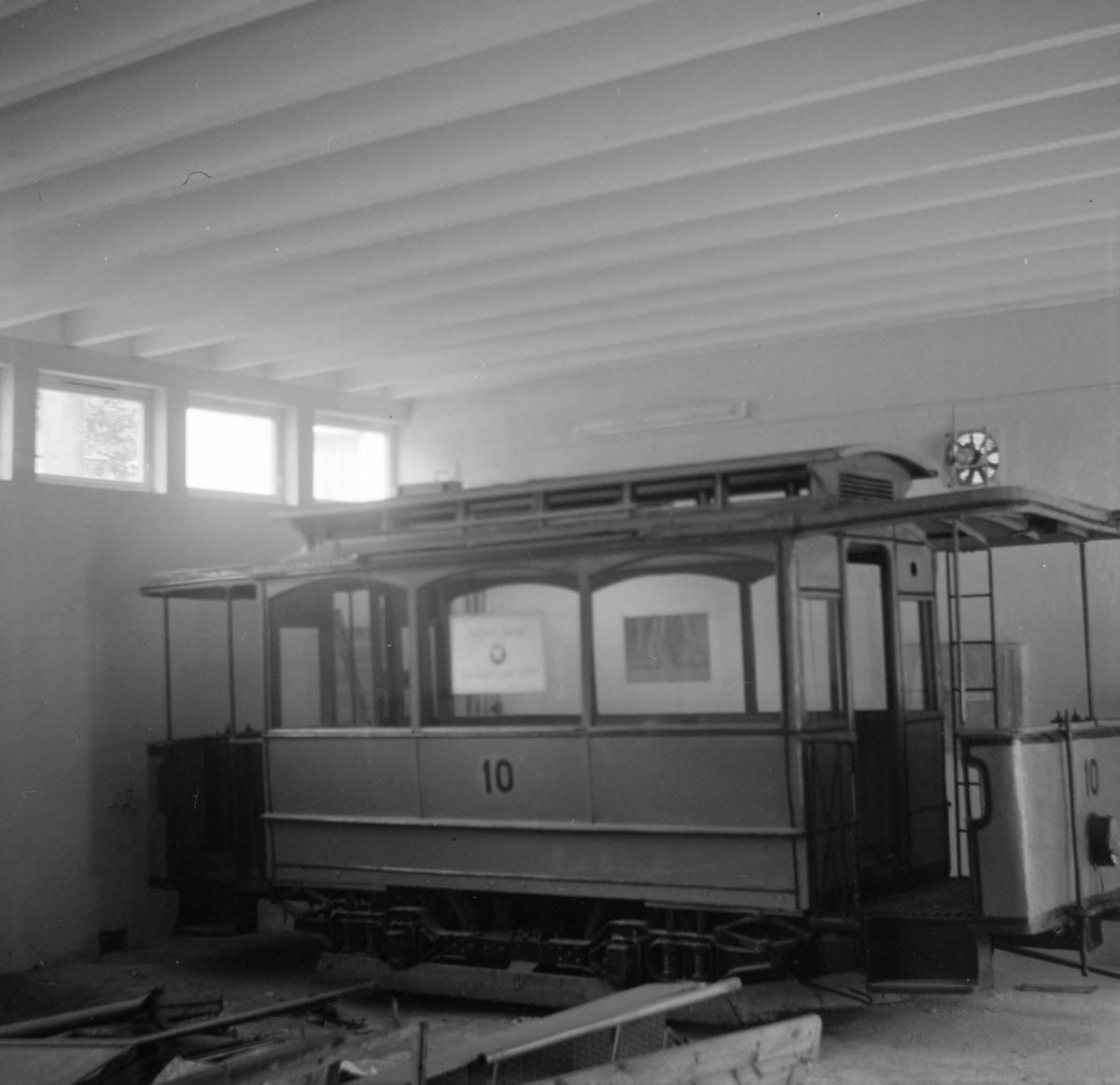 Motorvogn nr. 10 fra Bergen Sporvei. Dette er den eneste bevarte av Bergens Sporveis vognmateriell.