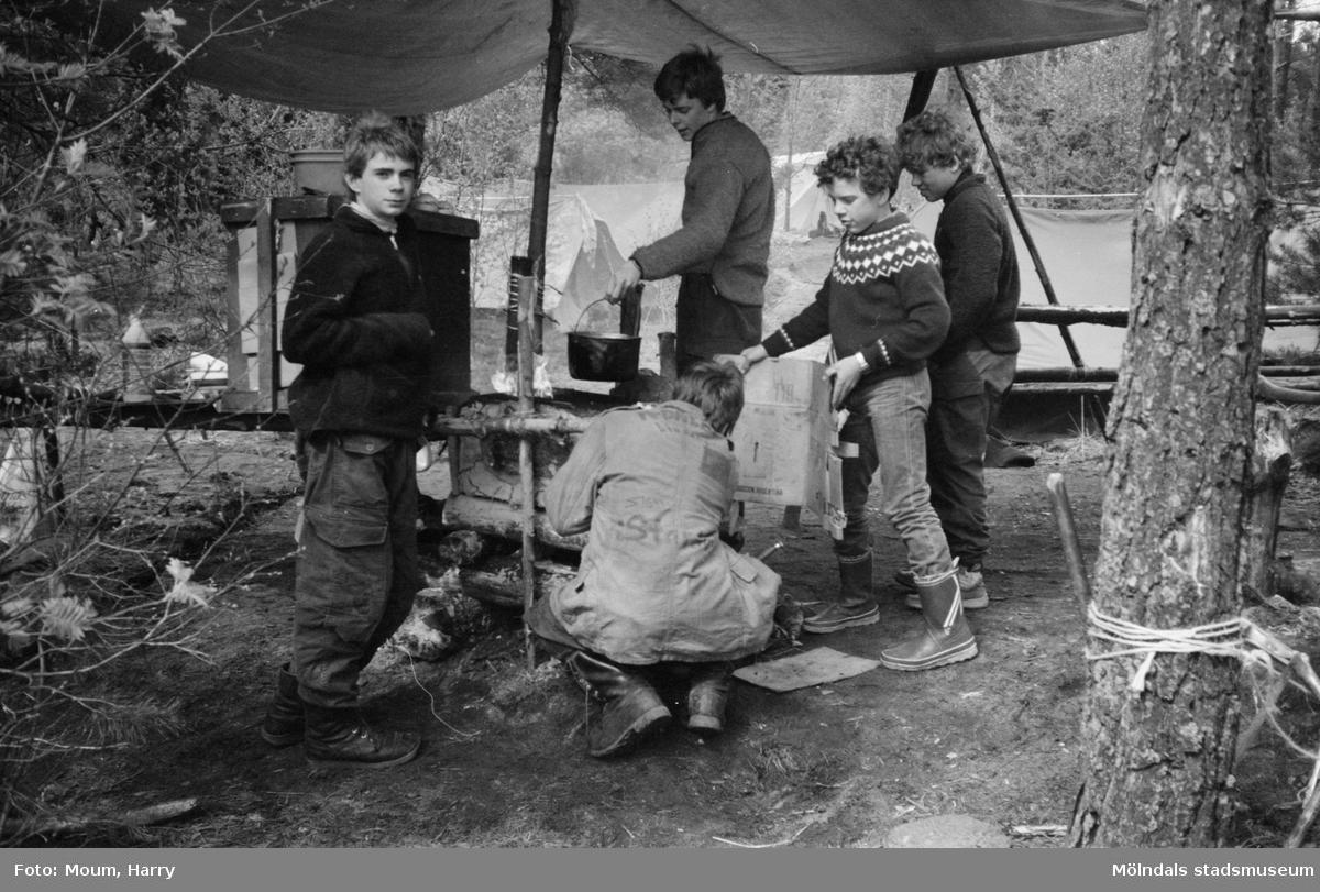Annestorpsdalens scoutkårs läger vid Djursjön i Lindome, år 1983.  För mer information om bilden se under tilläggsinformation.