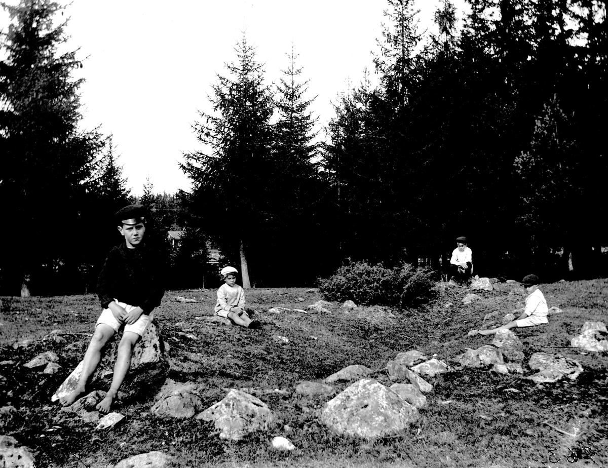 Gravfält vid Norsa, båt- formiga stensättningar. 1920-tal.