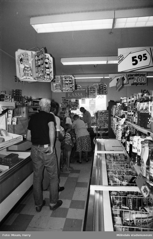 """Lanthandeln Carl Enelund i Hällesåker, Lindome, år 1983. """"Den nygamla affären lever vidare.""""  För mer information om bilden se under tilläggsinformation."""