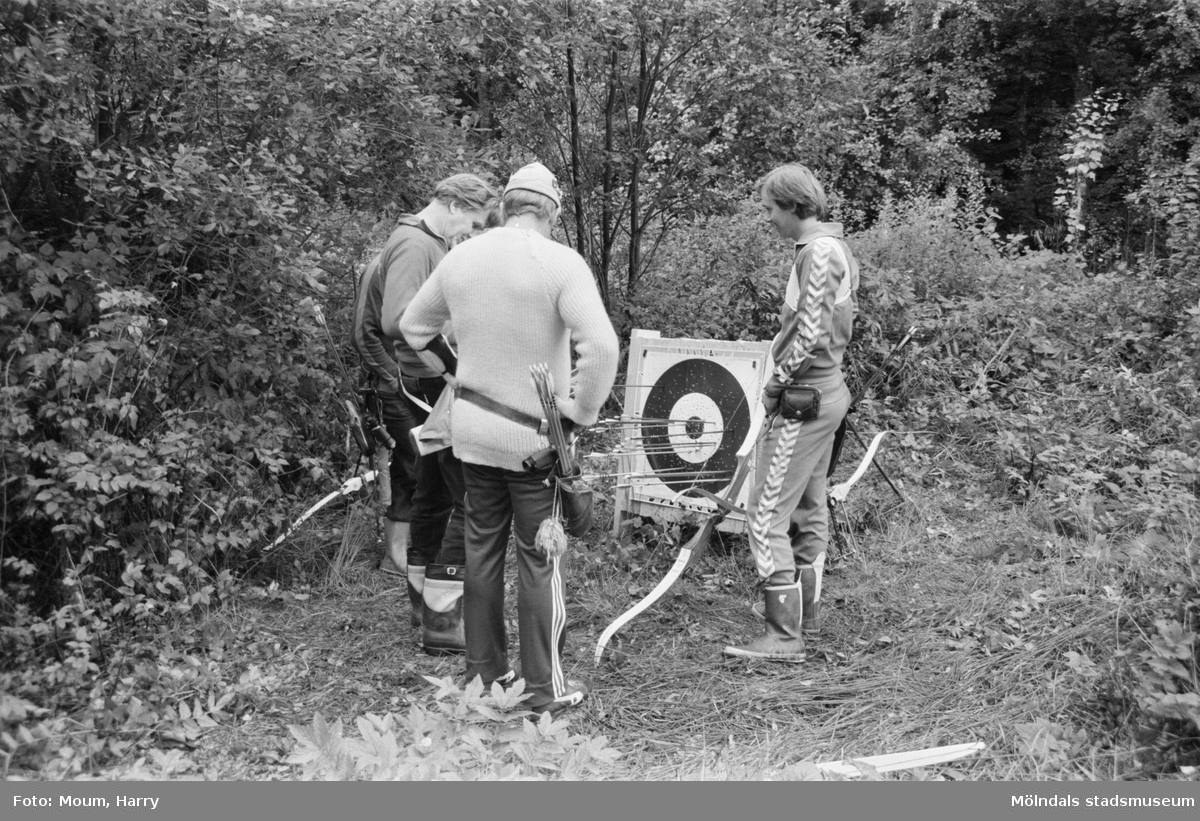 Bågskyttar i Lindome bågskytteklubb, år 1983.  För mer information om bilden se under tilläggsinformation.