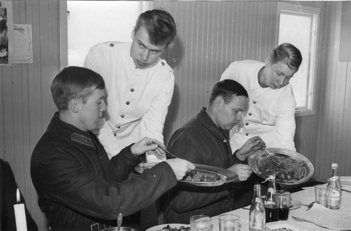 Utspisning, kockskolans avslutning. A 6, Almlöw och Gustavsson.