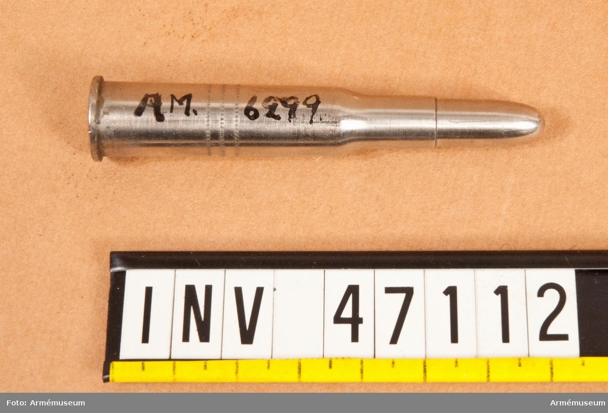 Grupp E V.  8 mm patron m/1899, till laddram för gevär och karbiner fm/1892 av Mausers  konstruktion, Tyskland.