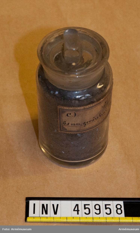 Grupp E V.  Gevärskrut m/1894 till 6,5 mm gevär. Förvaras i glasburk.