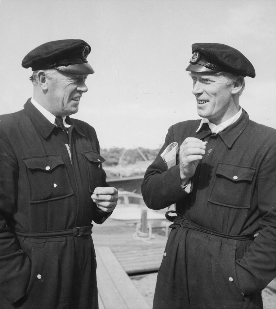 Övrigt: Bröderna George och Wille Lindahl från GKSS fotograferade i augusti 1946 under Sandhamnsregattan