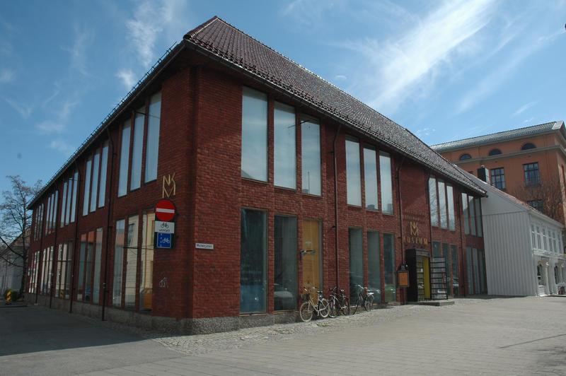 Nordenfjeldske Kunstindustrimuseum liegt im Stadtzentrum. Das Gebäude wurde 1968 von Architekt Herman Krag entworfen. (Foto/Photo)