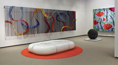 Neues norwegisches Kunsthandwerk im Untergeschoss des Museums.