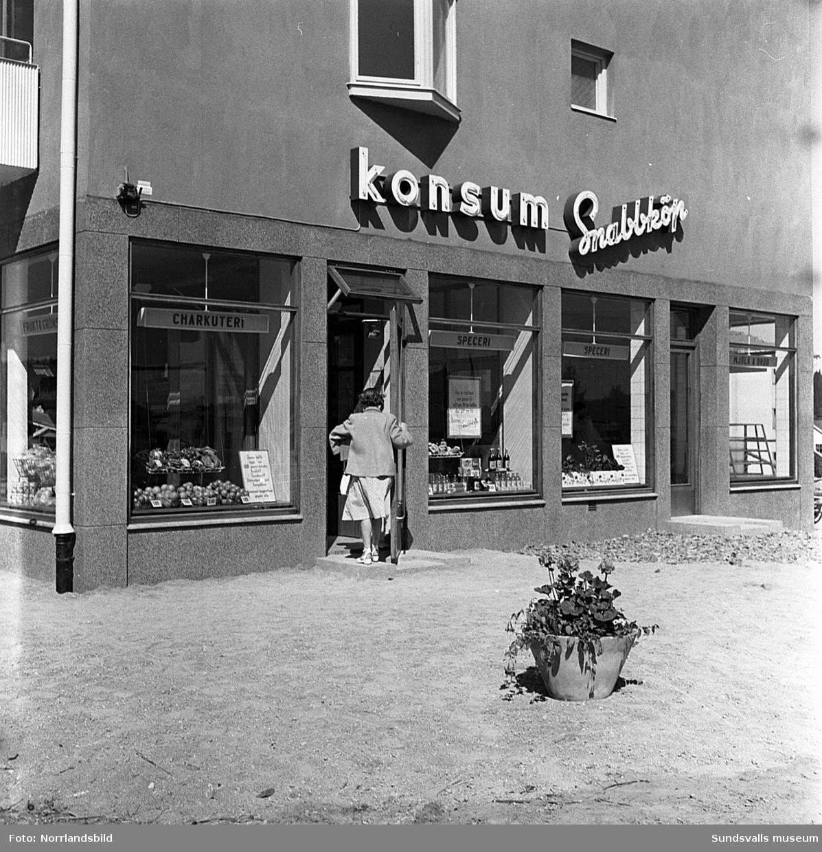 Nyöppnad konsumbutik på Dalgatan 33. Exteriör- och interiörbilder med kunder och personal.