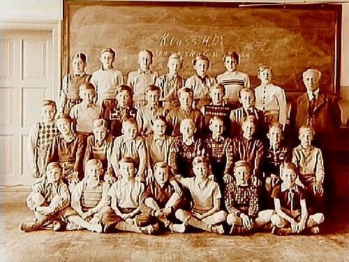 Vasaskolan, klassrumsinteriör, 30 pojkar med lärare Sam Nystedt, klass 4D, sal 10.