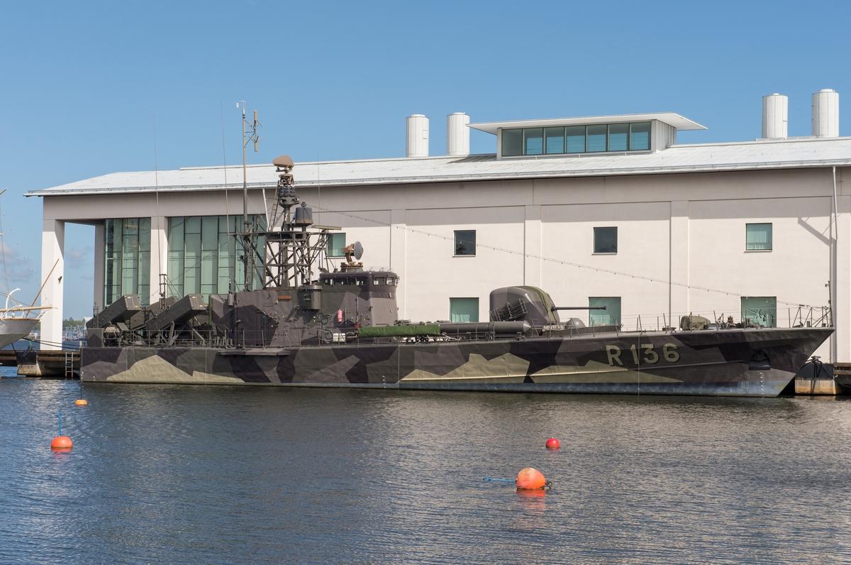 HMS Västervik förtöjd vid Marinmuseum