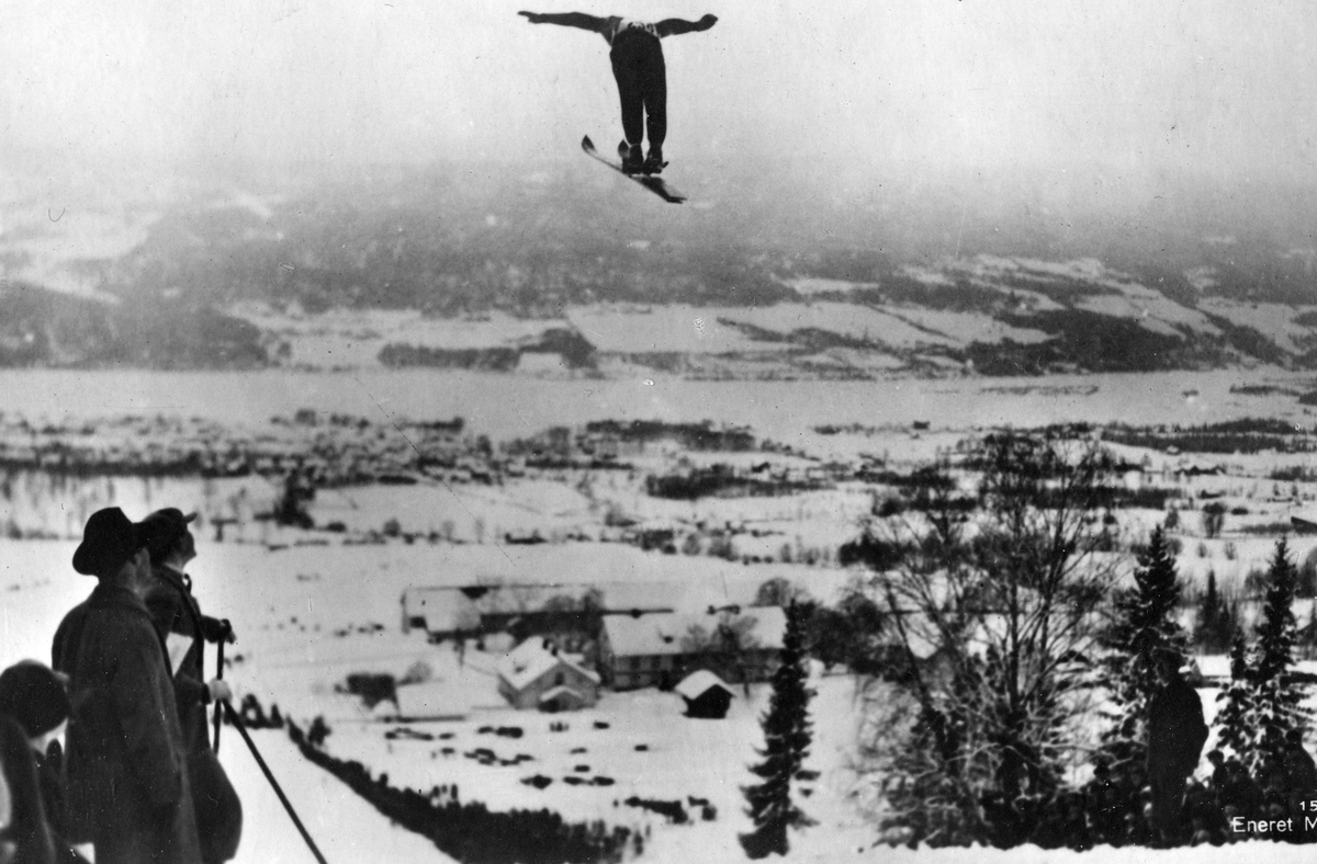 Kongsberg skier Sigmund Ruud jumping at Lillehammer in 1927