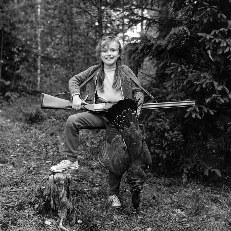Glad jente med hagle og skutt tiur 24/9 1969.