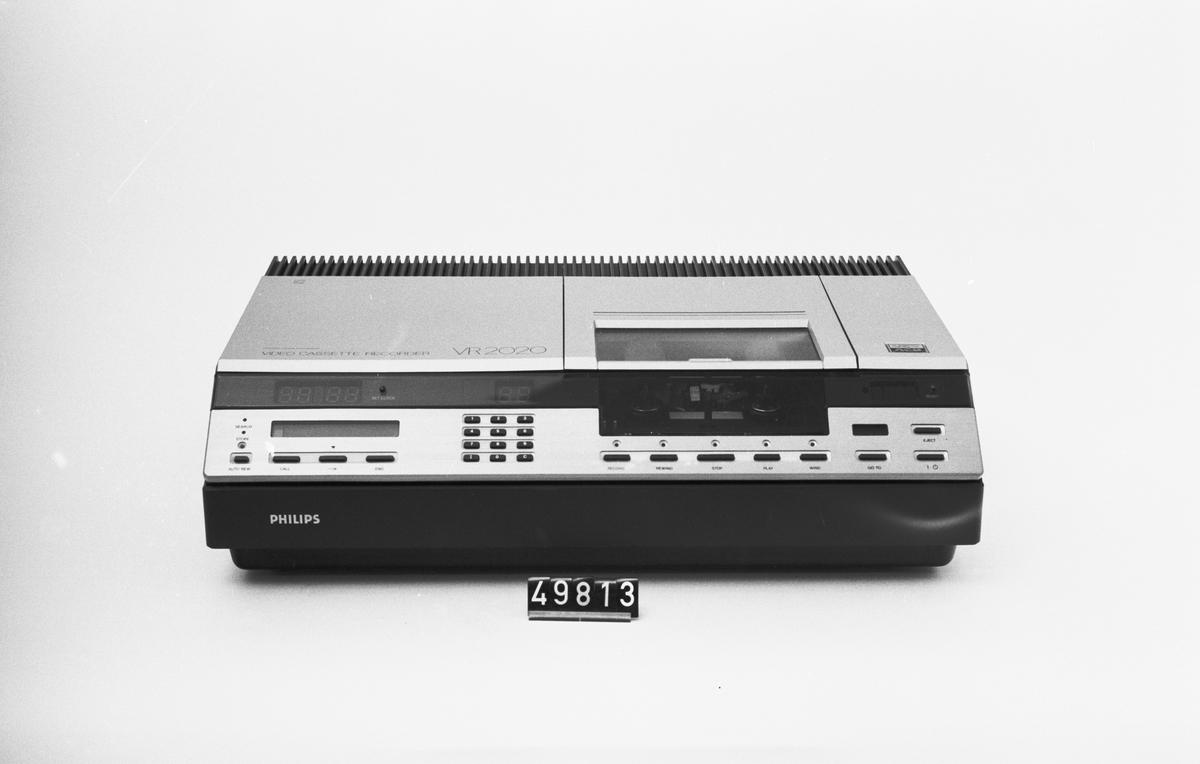 Toppmatad videokassettbandspelare, 4 kassetter medföljer. System Video 2000, vändbara kassetter med upp till 4 timmars inspelning per sida.