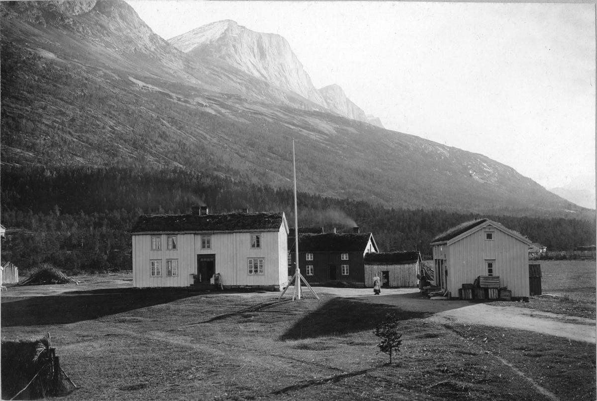 Sjangeli koppargruvor i Lappland. Stugor i Elvegård (Elvegaard).