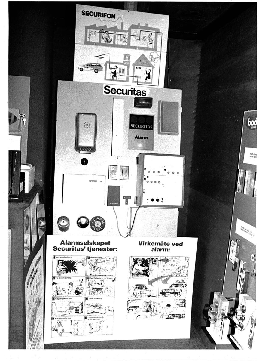 Utstilling av sikkerhetsutstyr/låser/alarmer fra Bergen Politikammer.
