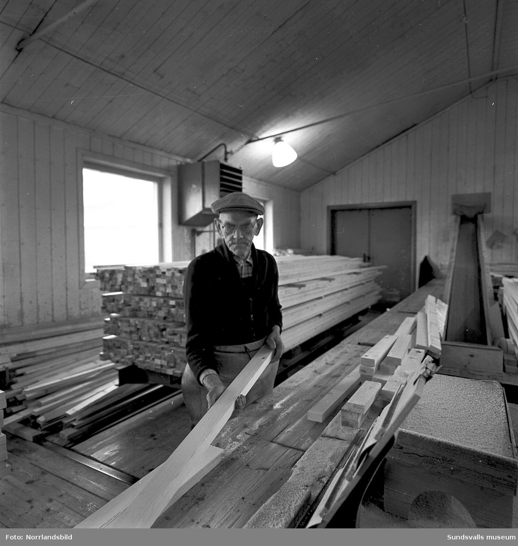 En stor grupp bilder från verksamheten på Kubikenborgs fönsterfabrik. Även exteriörbilder. Bild 3: Algot Jonsson.