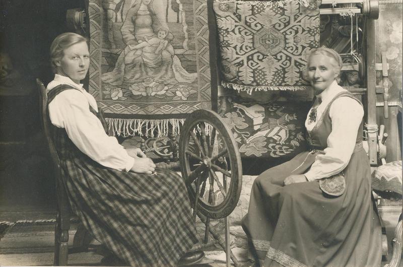 Tilla og Gunhild gjorde mye sammen. De både bakte, vevde og var i hagen sammen.
