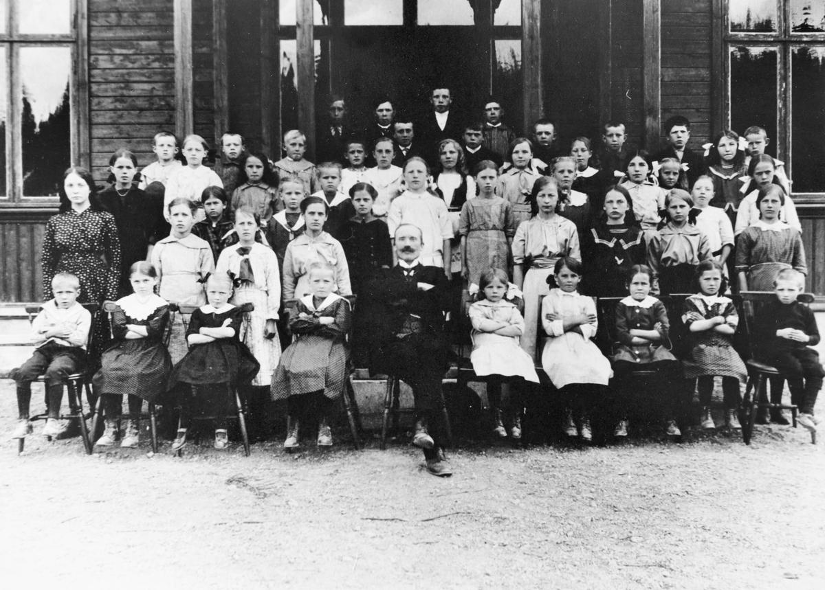 Gruppebilde Lokshaug skole i Urskog 1915