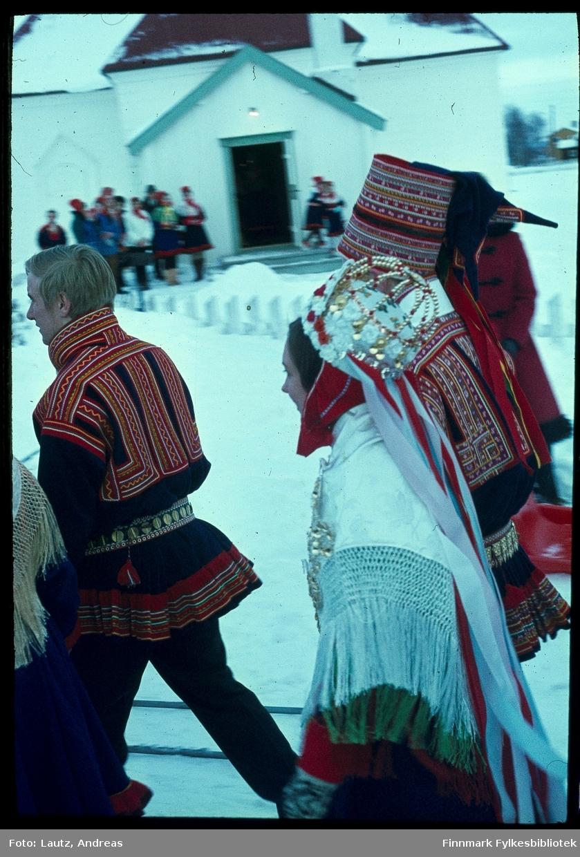 Karasjok i 1972. Bryllup. Inga Ravna Eira og Alf Isak Keskitalo gifter seg. Foran Jan Henry Keskitalo.