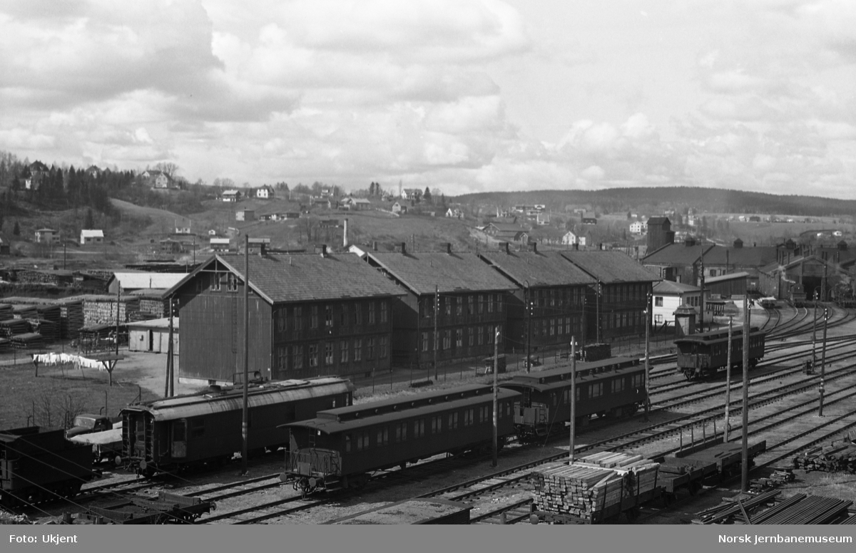Stasjonsområdet på Lillestrøm med boliger og lokstall i bakgrunnen