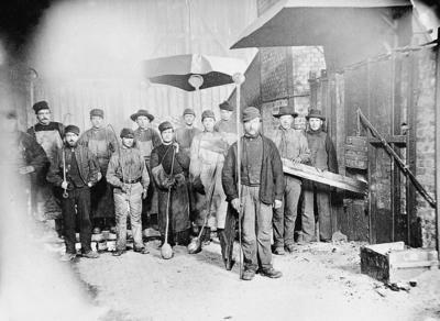 Arbeidere i smelthytta på Røros