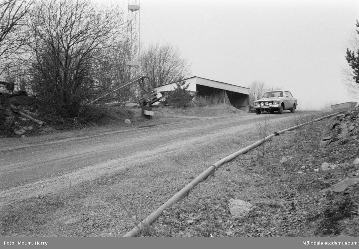 Rallytävlingen Bilexa-knixen körs på stenbrottet Sabemas område, år 1984.  För mer information om bilden se under tilläggsinformation.