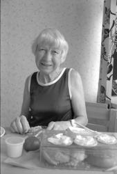 """""""Frukostbestyr i köket, Eva Eriksson intar sin frukost"""""""