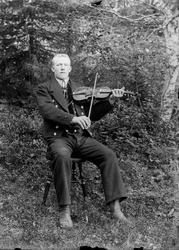 Hardingfele Hellik G. Aasland f .09.04.1875