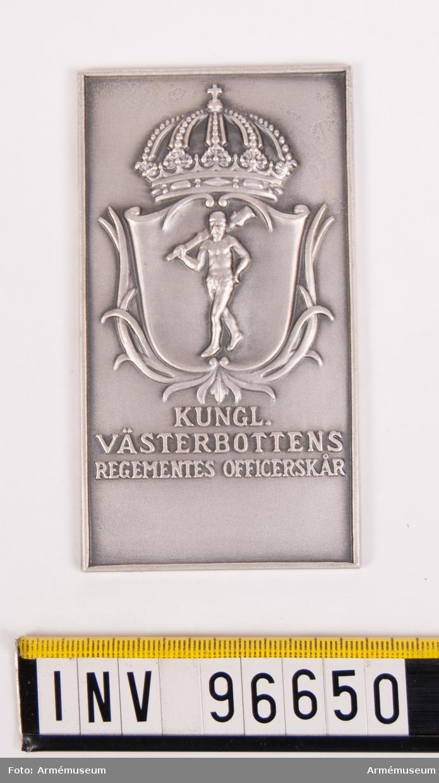 Plakett i silver för Västerbottens regementes officerskår. Skrovlig baksida. Stans nr 11746. 1939-06-22